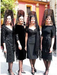 Mujeres de mantilla