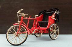 """Becak berasal dari bahasa Hokkien: be chia """"kereta kuda"""". Ini adalah suatu moda transportasi beroda 3 yang umum ditemukan di Indonesia & di sebagian Asia."""