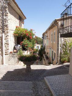 Ventabren-Grand Rue, Provence      ᘡղbᘠ