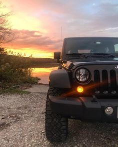 dream cars Find Out The Hottest Jeep Photos Of All Times Wrangler Jeep, Jeep Rubicon, Jeep Wrangler Unlimited, Jeep Wranglers, Auto Jeep, Jeep Wallpaper, Sunset Wallpaper, Vintage Jeep, Toyota Prius