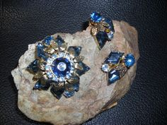~VINTAGE JULIANA D&E KITE RHINESTONE BLUE CLIP EARRING & LEAF PIN BROOCH ESTATE #Juliana