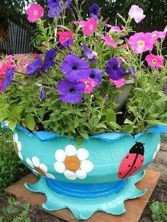 ** Learn To Make Planter Containers Out Of Recycled Tires Clay Flower Pots, Flower Planters, Diy Garden Projects, Garden Crafts, Old Tire Planters, Tyres Recycle, Recycled Tires, Tire Craft, Painted Tires