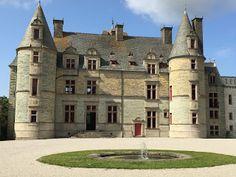 French Caen Caen: Un petit tour chez Marguerite et Julien ... Caen, Julien, Mansions, House Styles, Home Decor, Daisy, Decoration Home, Room Decor, Villas
