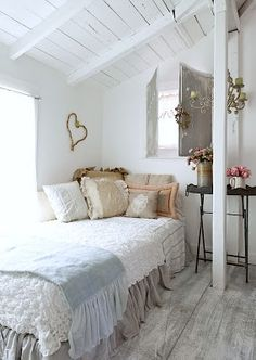 Pretty master bedroom. Like the darker dust ruffle.