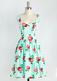 Add some retro to your unique individual style with vintage dresses at ModCloth. Shop our cute & unique vintage dress styles to complete your look today! Unique Dresses, Pretty Dresses, Beautiful Dresses, Casual Dresses, Summer Dresses, Classic Dresses, Fashion Dresses, Mint Green Long Dresses, Mint Dress