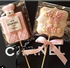 Uploaded by AprylLovePink. Find images and videos about chanel, chanel cake pop and chanel pink bow on We Heart It - the app to get lost in what you love. Chanel Birthday Party, Chanel Party, 50th Birthday Party, Birthday Cookies, Cupcakes, Cupcake Cakes, Chanel Bridal Shower, Cookie Pops, Festa Party