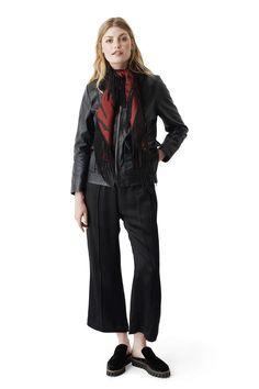 Jacket cut from soft leather with a visible front zip and pockets. <br /><br />Modellen er 175cm høj og iført en størrelse small/ 36.