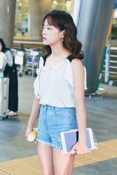 #Sejeong #gugudan #세정 #김세정 #구구단 South Korean Girls, Korean Girl Groups, Airport Style, Airport Fashion, Kim Sejeong, Summer Lookbook, Cosmic Girls, Ioi, Celebs
