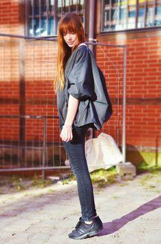 COS jacket outfit, sporty Berlin street style, all black Berlin street style