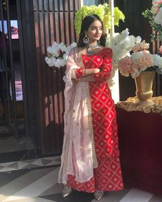 Party Wear Indian Dresses, Designer Party Wear Dresses, Indian Gowns Dresses, Kurti Designs Party Wear, Pakistani Bridal Dresses, Dress Indian Style, Indian Fashion Dresses, Indian Wedding Outfits, Pakistani Dress Design