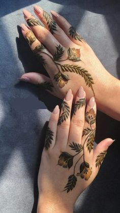Pretty Henna Designs, Modern Henna Designs, Mehandhi Designs, Henna Tattoo Designs Simple, Floral Henna Designs, Basic Mehndi Designs, Mehndi Designs Feet, Arabic Henna Designs, Mehndi Designs For Girls
