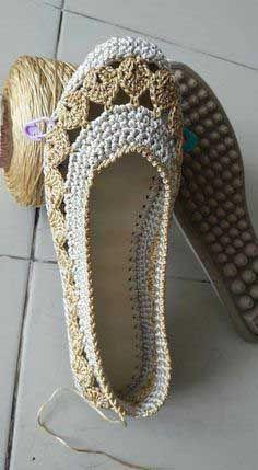 Who Want Free Crochet Tejer Patterns Crochet - Diy Crafts - Qoster Crochet Sandals, Crochet Boots, Crochet Slippers, Crochet Clothes, Crochet Diy, Love Crochet, Crochet Crafts, Crochet Projects, Diy Crafts