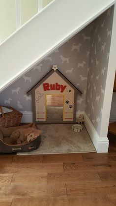 Puppy Room Design Idea ~ Home Design Ideas Animal Room, Animal House, Under Stairs Dog House, Bed Under Stairs, Pet Stairs, Dog Bedroom, Bedroom Small, Puppy Room, Pallet Dog Beds