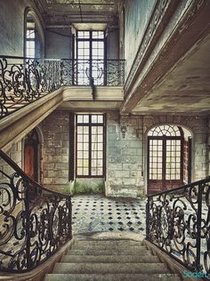 Chateau Staircase Staircase In Abandoned Building. How could a building this gorgeous be abandoned? I just can't believe it.Staircase In Abandoned Building. How could a building this gorgeous be abandoned? I just can't believe it. Beautiful Architecture, Beautiful Buildings, Beautiful Homes, Architecture Design, Beautiful Places, Old Mansions, Abandoned Mansions, Abandoned Castles, Abandoned Places