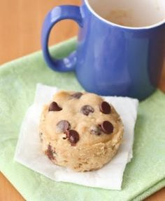 This single serving microwave chocolate chip mug cake starts with a fluffy brown sugar cake base mixed with chocolate chips. It cooks in just 1 minute Mug Cookie Recipes, Cookie In A Mug, Candy Recipes, Delicious Cake Recipes, Yummy Cakes, Chocolate Chip Mug Cookie, Chocolate Chips, Microwave Cookies, Peanut Butter Mug Cakes