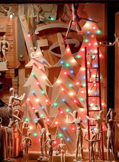 12 Echanting Christmas Window Displays. As it's Christmas, and we love all this decor-related, we've put together 12 enchanting Christmas window displays.