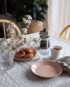 "Anu Reinson on Instagram: ""Good morning Sunday, happy to meet you ✨"" Happy To Meet You, Good Morning, Table Settings, Sunday, Table Decorations, Instagram, Buen Dia, Domingo, Bonjour"