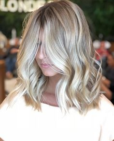 25 greatest vanilla cream blonde hair color ideas for 2019 10 nothingideas.c 25 greatest vanilla cream blonde hair color ideas. Cream Blonde Hair, Brown Blonde Hair, Natural Blonde Hair With Highlights, Sandy Blonde, Medium Blonde, Bright Blonde, Medium Curly, Short Wavy, Blonde Bobs