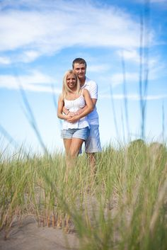 Erie Pa beach grasses engagement picture