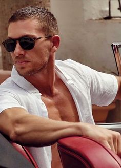 Chariots Of Fire, Gym Guys, Travel Magazines, Prime Video, Hot Cars, Mens Suits, Mens Fashion, Swag Fashion, Movies And Tv Shows