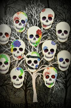 Dia de los Muertos / Day of the Ded Sugar Skull decorated cookies. Beautiful!
