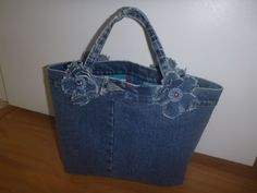 upcycle old pair of jeans for a cutie purse