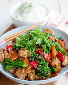 Recipe: Chicken cashew with rice and lots of vegetables - Savory Sweets - This chicken cashew with rice and delicious vegetables is super tasty, easy to make and quickly rea - Love Food, A Food, Food And Drink, New Recipes, Favorite Recipes, Healthy Recipes, Cocktail Recipes, Dinner Recipes, Chicken Recipes