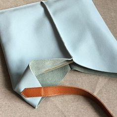 Genuine Leather vintage handmade shoulder bag cross body bag handbag D. Leather Gifts, Leather Bags Handmade, Handmade Bags, Leather Craft, Pu Leather, Leather Purses, Leather Handbags, Leather Wallets, Cross Body