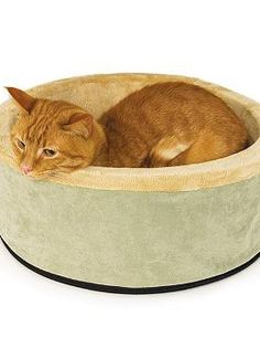 The handsome Thermo Kitty Bed will leave your cat purring in delight at the plush fabric and dual thermostat heating unit just beneath the surface.