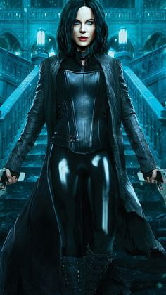 Badass beauty, Kate Beckinsale as Selene out to end the long, violent wars between the Lycan clan and the Vampire faction who betrayed her in Underworld: Blood Wars. Underworld Selene, Underworld Movies, Underworld Vampire, Underworld Kate Beckinsale, Films Cinema, Vampire Girls, Female Vampire, Vampires And Werewolves, Fantasy Women