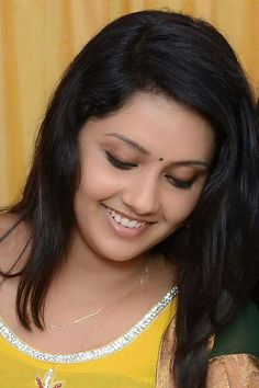 Mahima Nambiar Latest HD pictures and wallpapers - NatoAlpabet Gorgeous Eyes, Beautiful Saree, Beautiful Women, Most Beautiful Indian Actress, South Indian Actress, India Beauty, Vintage Beauty, Indian Actresses, Beauty Women