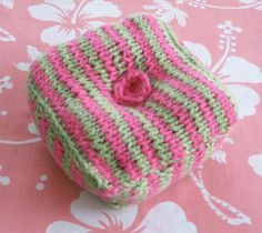 Free knitted pincushion pattern. Would like to try