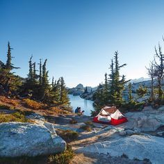 RV And Camping. Great Ideas To Think About Before Your Camping Trip. For many, camping provides a relaxing way to reconnect with the natural world. If camping is something that you want to do, then you need to have some idea Camping Life, Camping Hacks, Camping Ideas, Camping Uk, Family Camping, Travel Hacks, Travel Ideas, Get Outdoors, Viajes