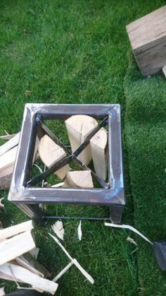 If your family burns a lot of wood make this diy log splitter and even older kids can help split logs with a mallet instead of an axe one of the most Kindling Splitter, Log Splitter, Metal Projects, Welding Projects, Projects To Try, Welding Ideas, Types Of Welding, Welding And Fabrication, Welding Jobs