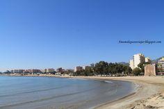 Playa del Torreón, Benicassim, Castellón. Una de las mejores playas para ir con niños. Arena fina, poca profundidad, terrazas, gran paseo de antiguas villas señoriales, y en verano multitud de actividades.