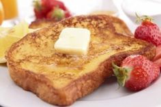 How to Make French Toast Without Vanilla. French toast is a delicious treat, and while it's known as a popular breakfast food, you can enjoy it any time of day! Many French toast recipes call for vanilla extract. Homemade French Toast, Make French Toast, Overnight French Toast, Simple French Toast Recipe Without Vanilla, Breakfast And Brunch, Breakfast Recipes, Breakfast Muffins, Mini Muffins, Vegan Breakfast