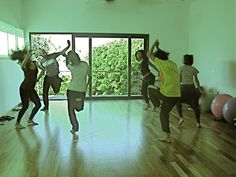 La danza es una conversación poética, sin palabras, entre el espacio, el movimiento de los bailarines y las fuerzas de la naturaleza y del cosmos.