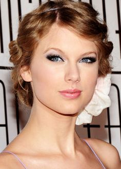 Taylor swift inspired Halloween makeover  for more read http://www.fashionfill.com/celebrity-inspired-halloween-makeover-ideas/