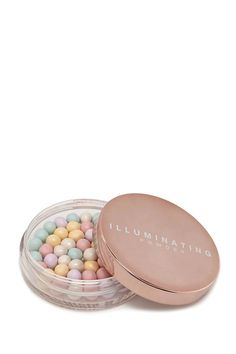 An illuminating powder with a pearl-inspired design for a flawless, glowing application.
