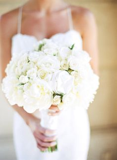 all white bouquet with loads of texture  Photography by jillthomasphotography.com, Floral Design by kathywrightandco.com