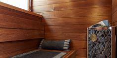 Vaalea kylpyhuone ja sauna, kotikylpylä sekä kodin lattiat ja keittiön välitila │ Laattapiste #kylpyhuoneremontti #laattapiste  #sauna