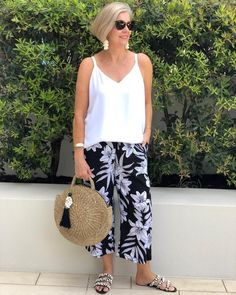 Best Clothing Styles For Women Over 50 - Fashion Trends Boho Fashion Over 40, Over 50 Womens Fashion, Fashion Over 50, Vetement Hippie Chic, Stylish Outfits, Fashion Outfits, Fashion Trends, 50 Style, Summer Outfits