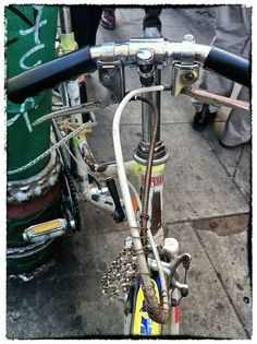 Saw this #Vintage #Eccentric #Hipster #Custom #Handlebar #HackJob #Bicycle in #BrickLane ..Bloody Yum.. #Shoreditch