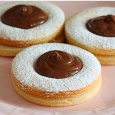 Selam canlar🌹 tadan herkesten tam not alacak nefiss bir kurabiye:) bu tarifi şeker hamuru ile kurabiye yapan arkadaşlarda deneyebilir. Çok…