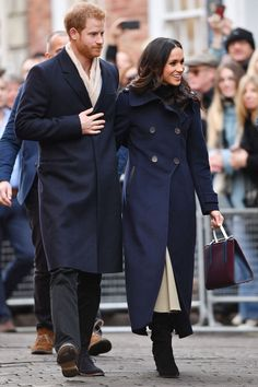 1 December 2017 - Prince Harry and Meghan Markle carried out their first royal engagement together today in Nottingham. Prince Harry And Megan, Harry And Meghan, Prince Henry, Prince Philip, Meghan Markle Stil, Harry And Megan Markle, Markle Prince Harry, Princess Meghan, Maxi Coat