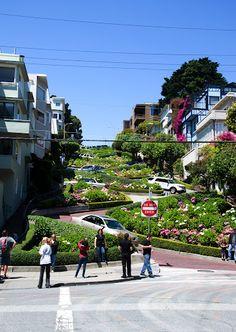 Lombard street, San Francisco. California. Photo by Andy Novikov.