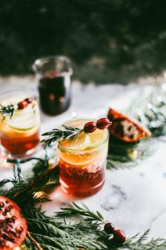 Pomegranate Champagne Spritzers - College Housewife With friends and family coming over I always need a good cocktail on the ready. Considering I have three bottles of champagne on hand at all times (and that champagne is just so freaking festive)… Beste Cocktails, Wine Cocktails, Vodka Drinks, Party Drinks, Cocktail Drinks, Yummy Drinks, Cocktail Recipes, Beverages, Cocktail Glassware