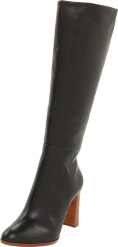 This boot just looks delightful and classy. This is the perfect boot for a stylish woman! Simply delicious. #boots #shoes #dressboots