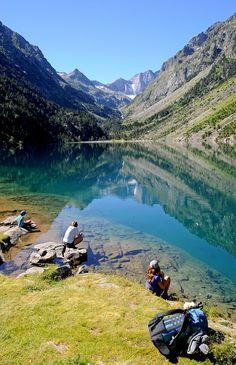 Dans le Parc National des Pyrénées, le Lac de Gaube. http://www.tourisme.fr/1843/office-de-tourisme-cauterets.htm