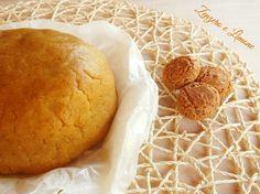 pasta frolla agli amaretti300 g di farina 00 130 g di burro 1 uovo 150 g di zucchero 100 g di amaretti 1 cucchiaino di lievito in polvere per dolci 1 bustina di vanillina